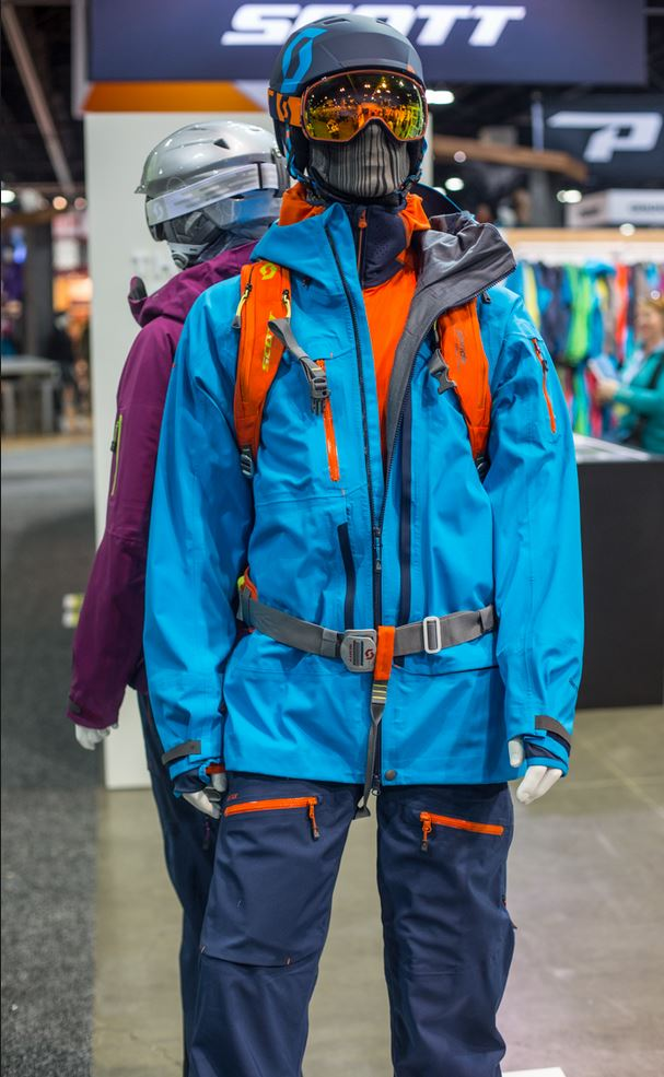 The Vertic GTX 3L from Scott is Dane Todor's outerwear of choice. The 3-layer Gore-Tex piece has a losse bomber fir with many key details.