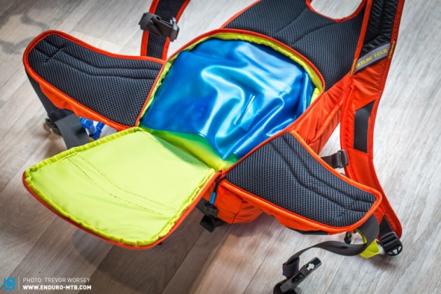 The pack holds a 3.0L reservoir around the lumbar region